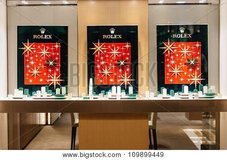 Rolex Empty Windows During Christmas Market