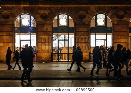 Apple Store Facade, Christmas Market