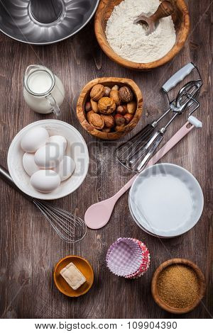 Baking utensils with ingredients for cake or cookies
