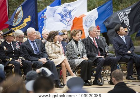 NEW YORK - NOVEMBER 11 2015: New York Mayor Bill De Blasio and other VIP on stage during the opening ceremony in Madison Square Park before the annual Americas Parade up 5th Avenue on Veterans Day.