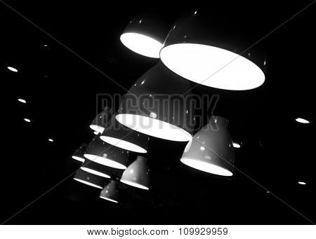 Suspension lamps in black and white