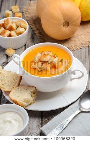 Pumpkin soup with pumpkin seeds and croutons