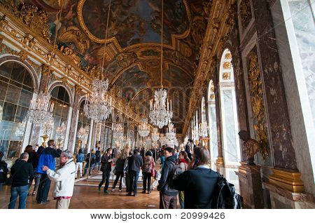 Crowds of tourists visit the Palace of Versailles