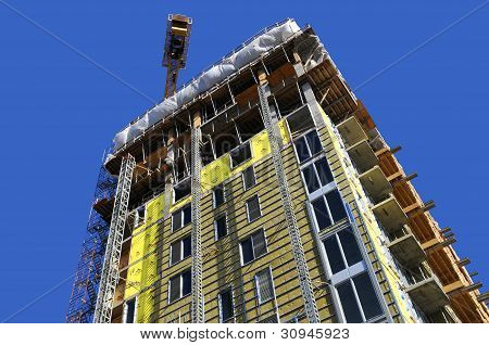 Lifting crane and high building