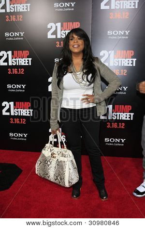 LOS ANGELES - MAR 13:  Niecy Nash arrives at the