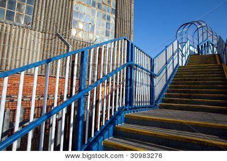 Viaduto de escadas de armazém