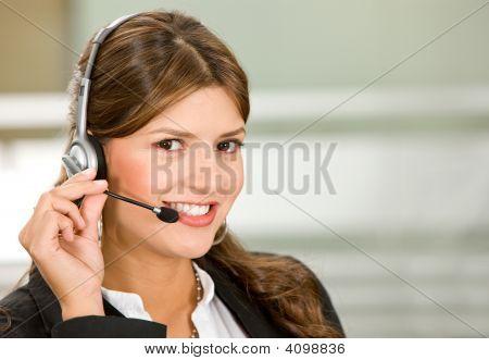 Mujer de servicios al cliente