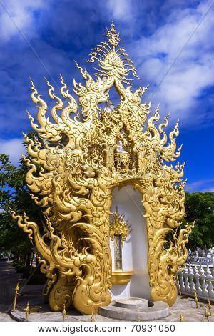 Wat Rong Khun, Architectural Details.
