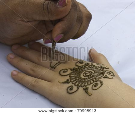 Application of Mehndi Hand Painting