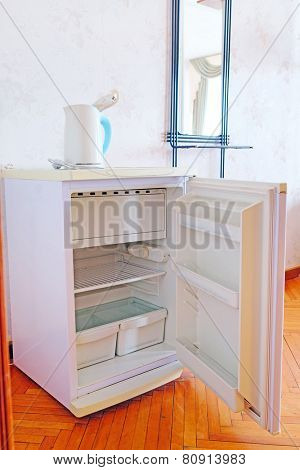 outdoor refrigerator in a Motel room