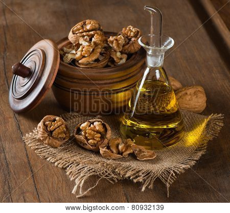 Walnut Oil And Walnuts