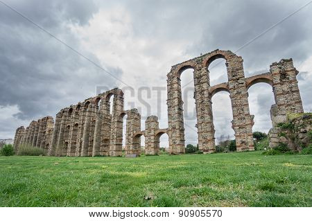 Side view of Aqueduct of the Miracles in Merida