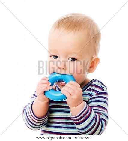 Mastigação do brinquedo do bebê