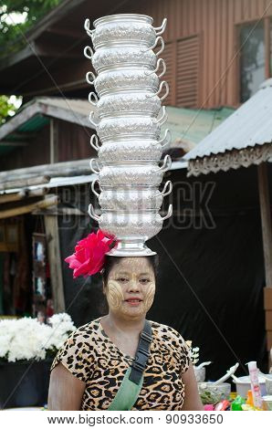 Mon woman carries pots on her head