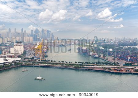 View of the commercial port of Singapore with bird's-eye view.