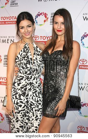 LOS ANGELES - MAY 16:  Victoria Justice, Madison Justice at the
