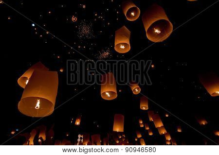 Floating lantern in Yee Peng festival, Buddhist floating lanterns to the Buddha in Sansai district,