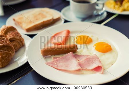 Ham Breakfast Served With Coffee, Toast And Salads That Taste Good And Smell The Mold.