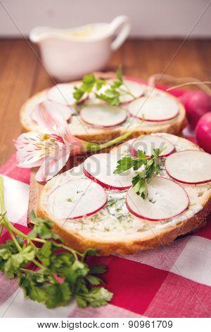 Sandwich With Radish