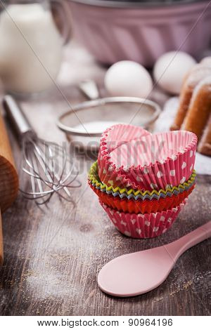 Baking utensils with marble cake