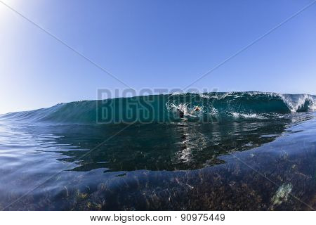 Surfing Escape Reef Wave