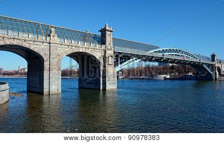 Andreevsky (Pushkinskiy) pedestrian bridge across the Moscow River