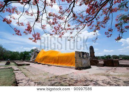 The main reclining Buddha image