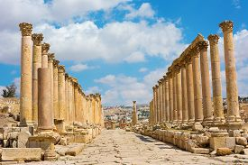 image of cardo  - The Cardo Maximus street in Jerash ruins Jordan - JPG