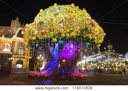 The big tree lights at ninght in Everland.