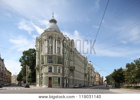 classical architecture of St. Petersburg