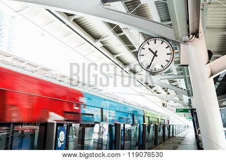 Sky Train Station ( Bts : Bangkok Mass Transit System )