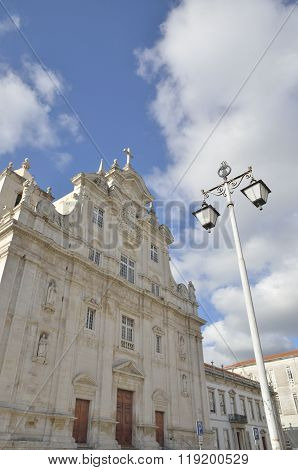 Streetlight And The New Cathedral