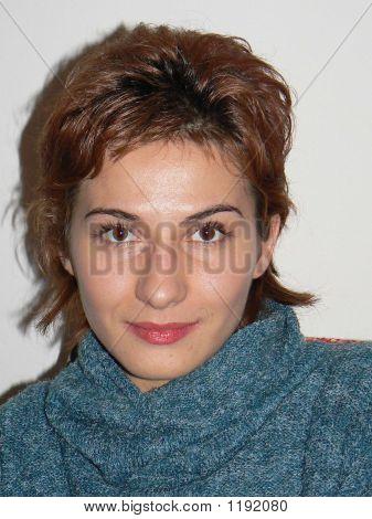 kurze haired lächelnd brunette
