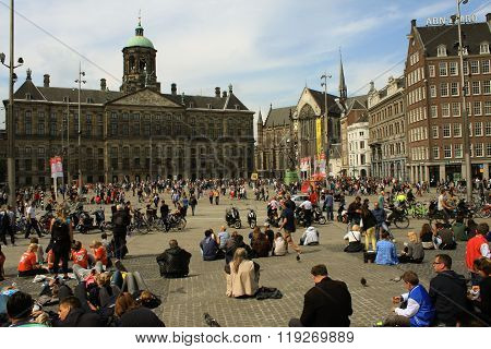 Amsterdam, Netherlands - Aug 18, 2015: Street Of An Old Town Of Amsterdam - Dam Square or Dam