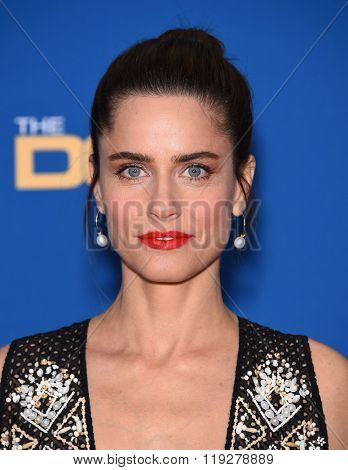 LOS ANGELES - FEB 06:  Amanda Peet arrives to the Directors Guild Awards 2016  on February 06, 2016 in Century City, CA.