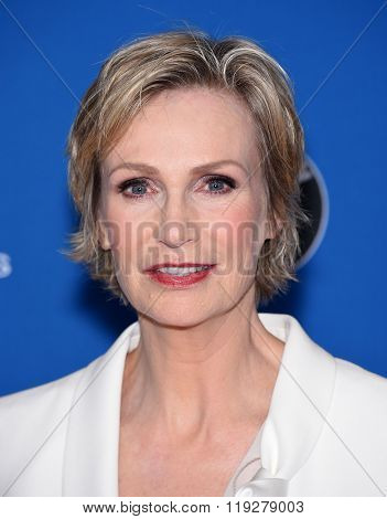 LOS ANGELES - FEB 06:  Jane Lynch arrives to the Directors Guild Awards 2016  on February 06, 2016 in Century City, CA.