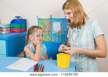 The Five-year Child Waits Mum Undermine Pencil