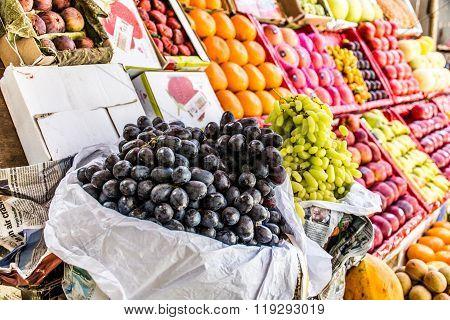 Fresh fruit market in Mumbai, India