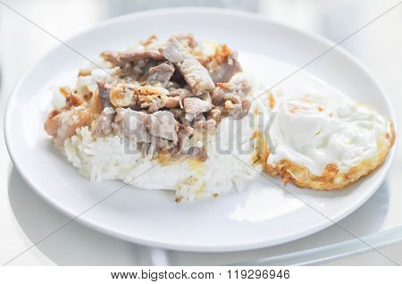 Fried Sliced Pork With Garlic ,rice Topped With Stir-fried Pork