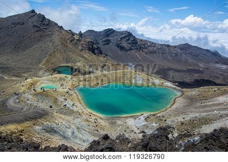 Tongariro Alpine Crossing - Emerald Lakes in New Zealand