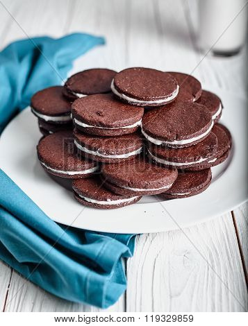 Sandwich chocolate or cacao cookies