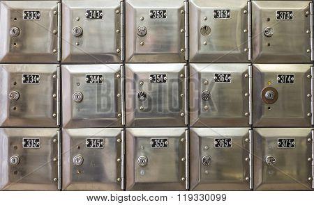 Po Silver Boxes, Spain
