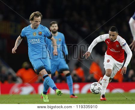 LONDON, ENGLAND - FEBRUARY 23: Ivan Rakitic of Barcelona and Francis Coquelin of Arsenal during the Champions League match between Arsenal and Barcelona at The Emirates Stadium