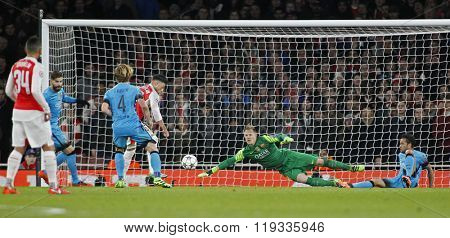 LONDON, ENGLAND - FEBRUARY 23: Marc-Andre ter Stegen of Barcelona makes a save during the Champions League match between Arsenal and Barcelona at The Emirates Stadium