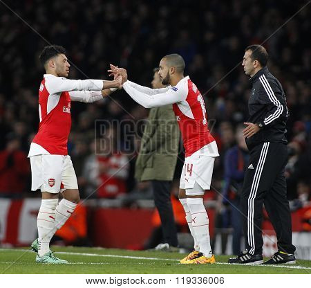 LONDON, ENGLAND - FEBRUARY 23: Alex Oxlade-Chamberlain of Arsenal and Theo Walcott during the Champions League match between Arsenal and Barcelona at The Emirates Stadium