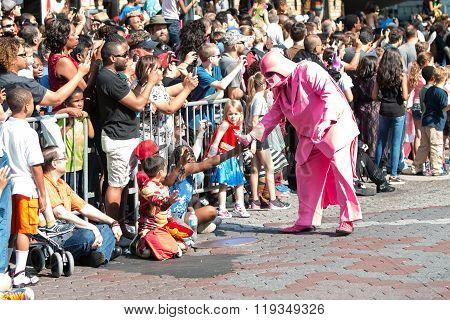 Pink Darth Vader Interacts With Atlanta Dragon Con Parade Spectators