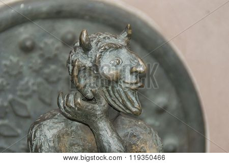 detail of a gargoyle in bronze and arenite