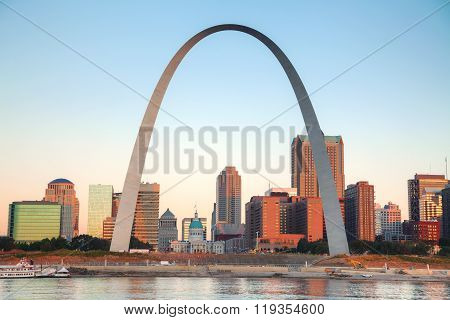 Downtown St Louis, Mo With The Old Courthouse And The Gateway Arch