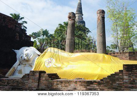 Temple Ruins, Reclining BudWat Yai Chai Mongkol at Ayutthaya, Thailand