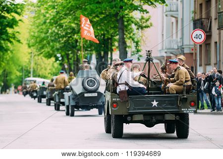 People uniformed Soviet soldiers and officers involved in the pa